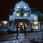 Aquí vive el horror: La casa maldita de Amityville.