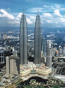 ostentaron el record de los grandes colosos del mundo entre y superados en octubre del por el edificio taipei ubicados en kuala lumpur