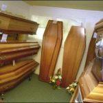 Se oponen a sepultar a un pastor porque esperan su resurrección