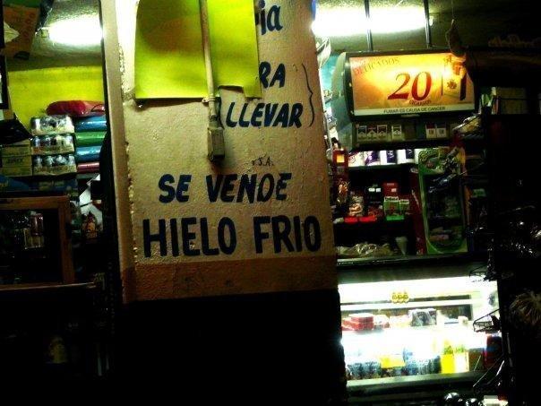 Se vende hielo frio.