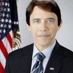 Obama de blanco.
