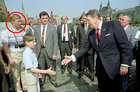 La fotografía que muestra al supuesto Putin junto a Reagan. | 'Corriere della Sera'
