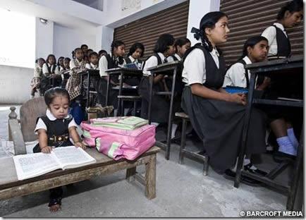 Jyoti Amge, la mujer más pequeña del mundo (2)