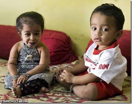 Jyoti Amge, la mujer más pequeña del mundo (1)
