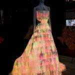 Vestido hecho con 24,000 LEDs