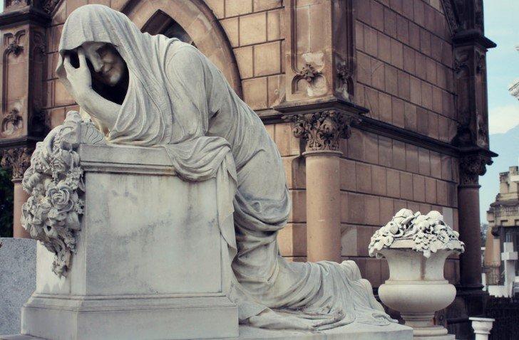 La llorona estatua