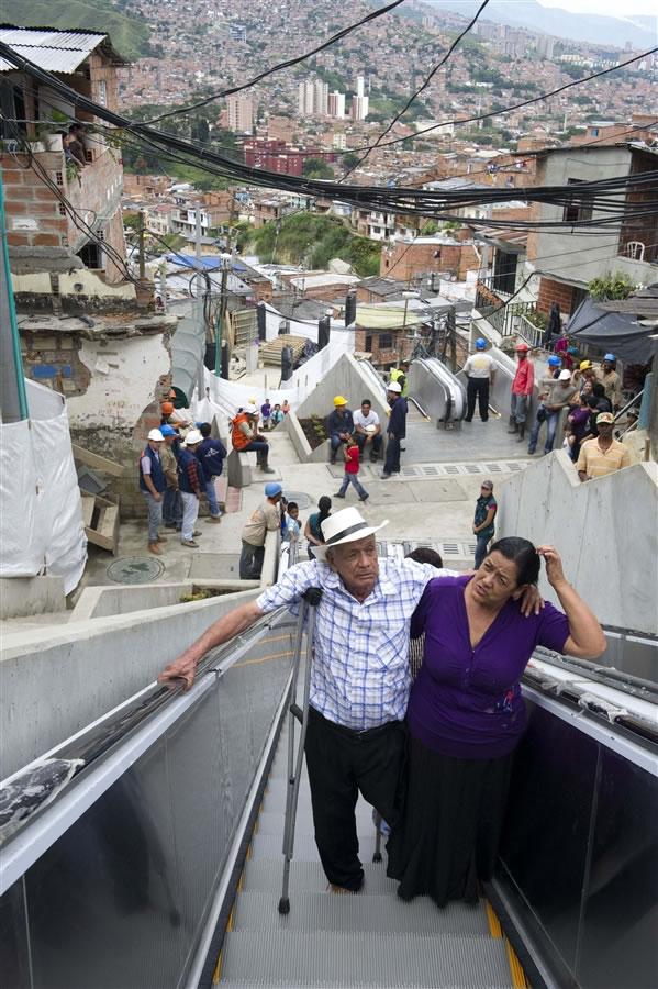 Escaleras electricas para una comuna en Colombia (3)