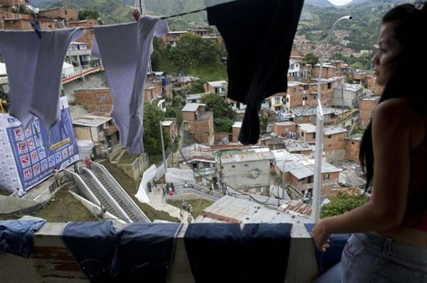 Escaleras electricas para una comuna en Colombia (2)