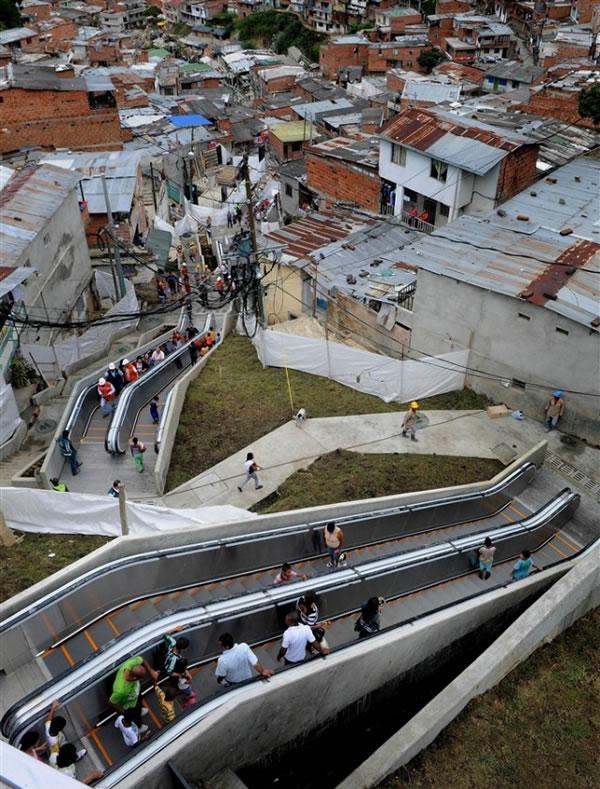Escaleras electricas para una comuna en Colombia (1)