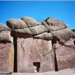 El portal de Amaru Muru