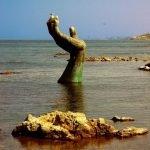 Espeluznantes esculturas en las playas