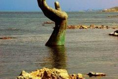 Espeluznantes esculturas en las playas (5)