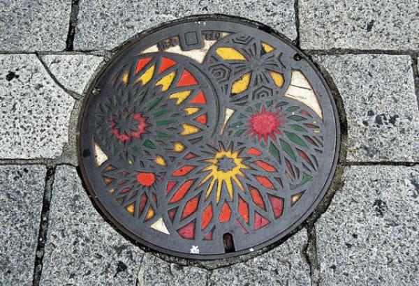 Tapas de alcantarillas en Japón (13)