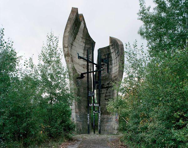 Monumentos abandonados Yugoslavia (14)