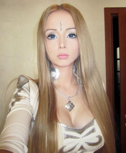 Макияж куклы барби.