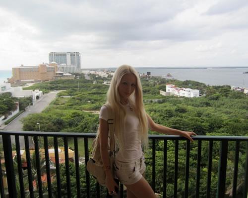 Valeria Lukyanova barbie (1)