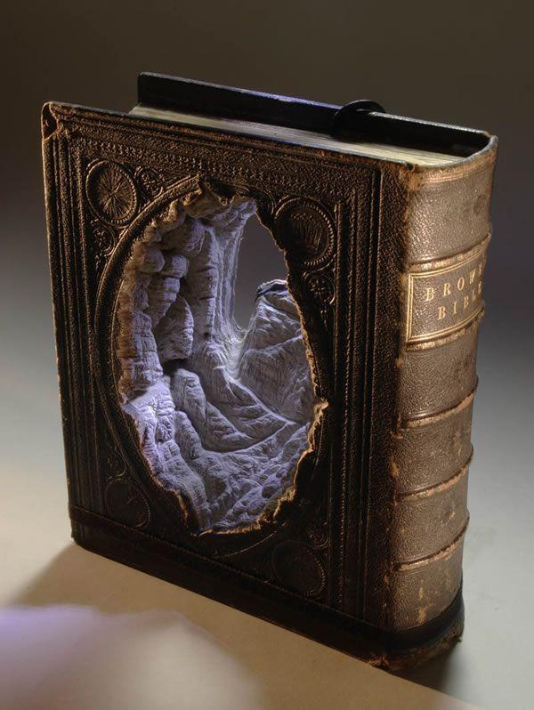 esculturas esculpidas en libros (1)