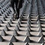 Picos de cemento bajo los puentes en China