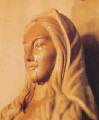 Estatua Maria llora