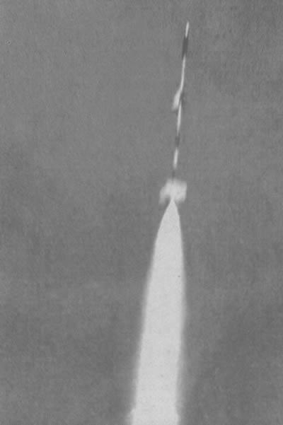 Cohete propulsando