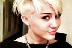 Miley Cyrus presenta su nuevo look en Twitter