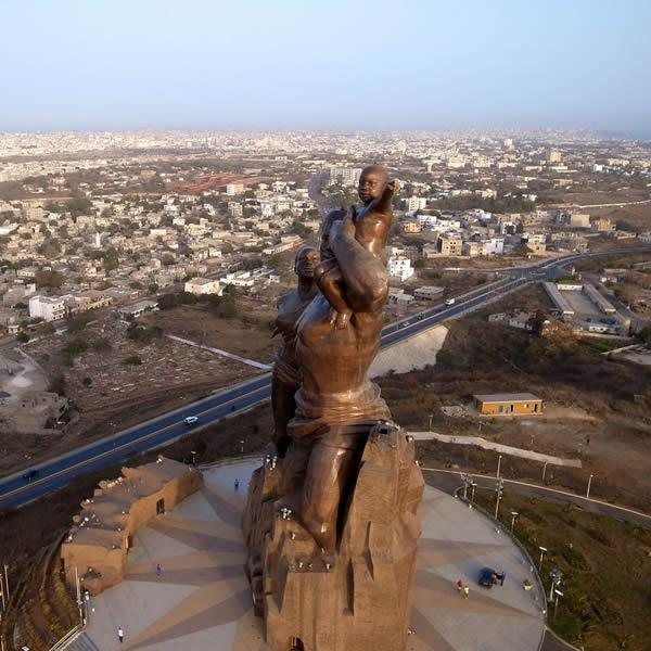 Monumento renacimiento africano ¿simbolo de locura o grandeza? (14)