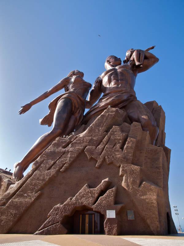 Monumento renacimiento africano ¿simbolo de locura o grandeza? (13)