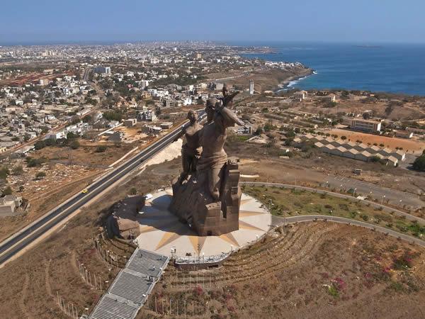 Monumento renacimiento africano ¿simbolo de locura o grandeza? (12)