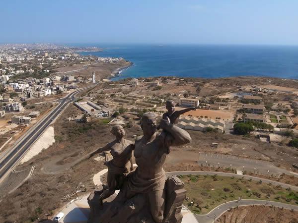 Monumento renacimiento africano ¿simbolo de locura o grandeza? (11)