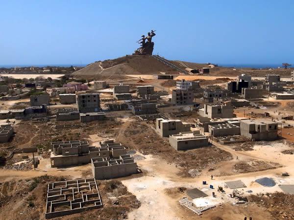 Monumento renacimiento africano ¿simbolo de locura o grandeza? (10)