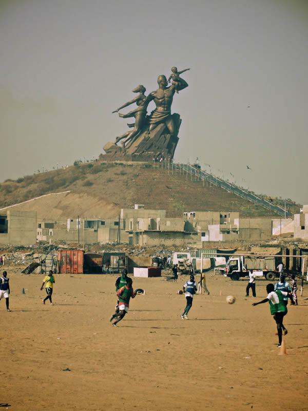 Monumento renacimiento africano ¿simbolo de locura o grandeza? (8)