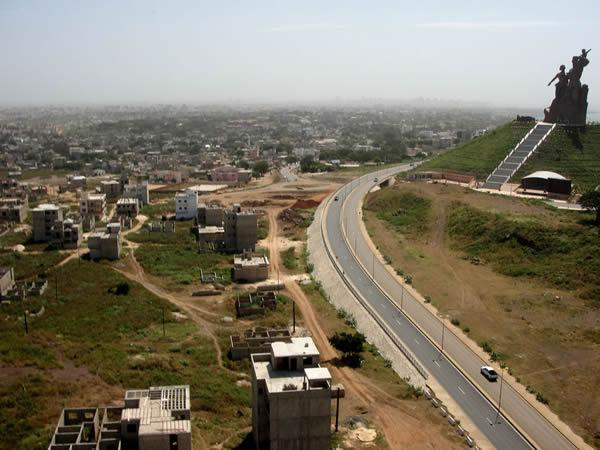 Monumento renacimiento africano ¿simbolo de locura o grandeza? (7)