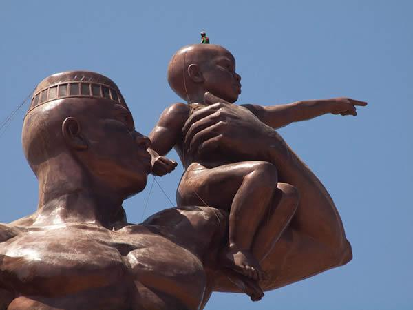Monumento renacimiento africano ¿simbolo de locura o grandeza? (6)
