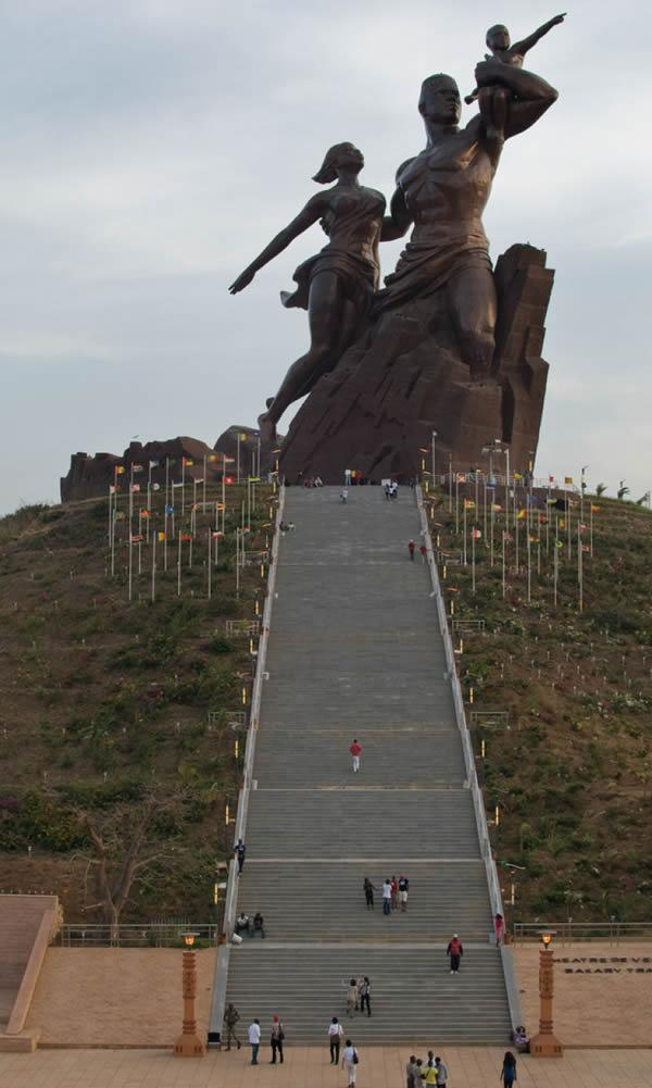 Monumento renacimiento africano ¿simbolo de locura o grandeza? (4)