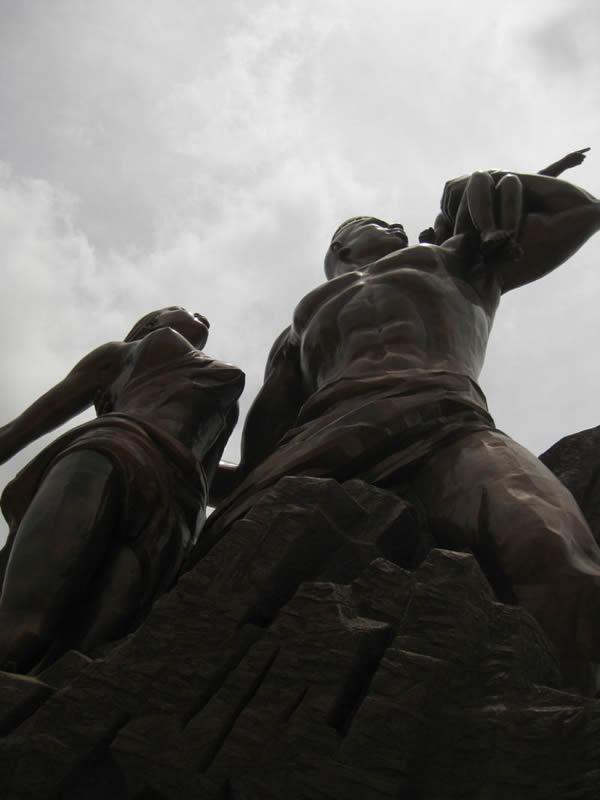 Monumento renacimiento africano ¿simbolo de locura o grandeza? (3)