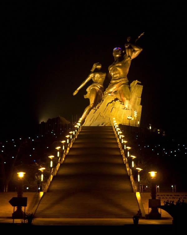 Monumento renacimiento africano ¿simbolo de locura o grandeza? (2)