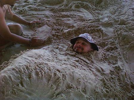enterrado en la arena
