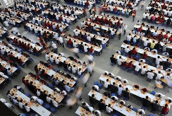 Trabajadores al interior de Foxconn