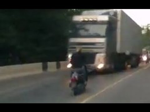 motoneta scooter vs camion accidente