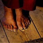 Huellas en el piso de un monje que oró 20 años