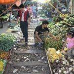 Mae Klong, peligroso mercado sobre vías de tren