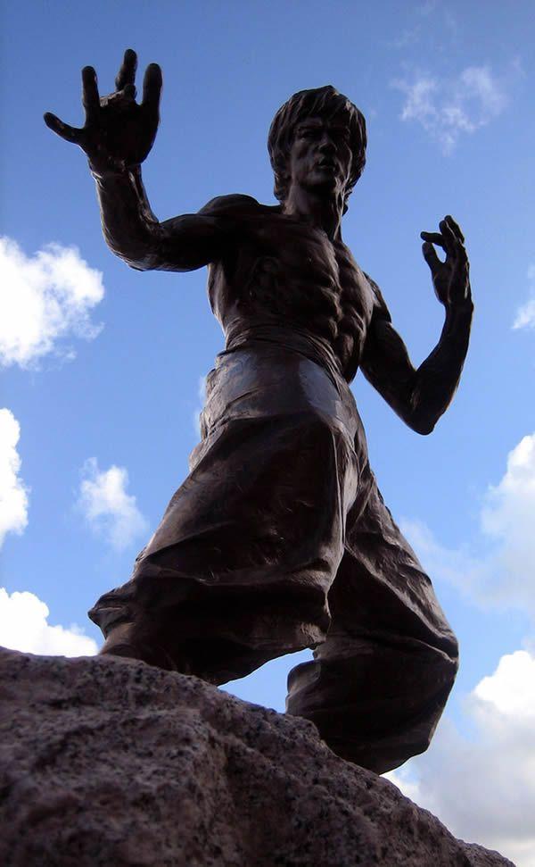 Estatua Bruce Lee (9)