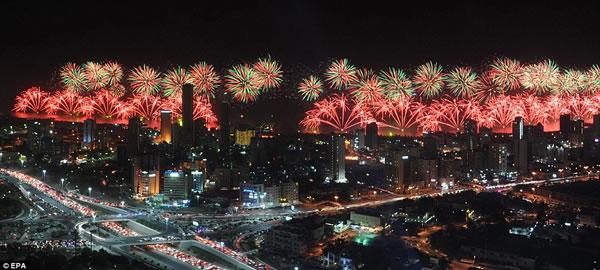 Kuwait fuegos artificiales jubileo oro (13)