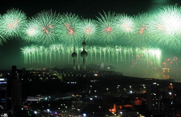 Kuwait fuegos artificiales jubileo oro (11)