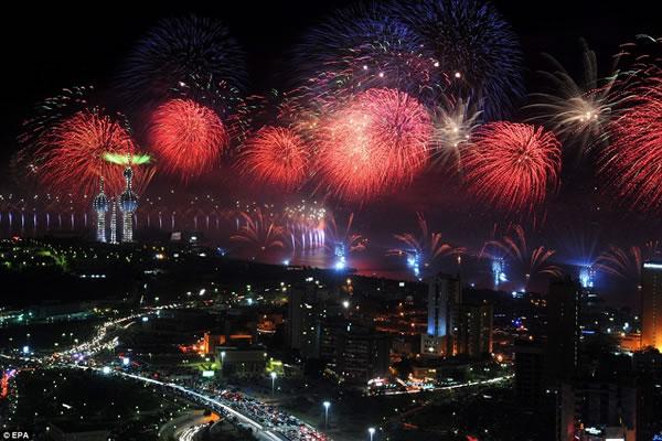 Kuwait fuegos artificiales jubileo oro (10)