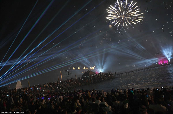 Kuwait fuegos artificiales jubileo oro (9)