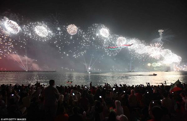 Kuwait fuegos artificiales jubileo oro (8)