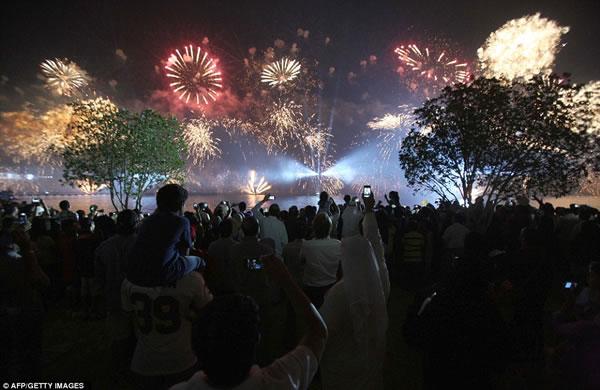 Kuwait fuegos artificiales jubileo oro (6)