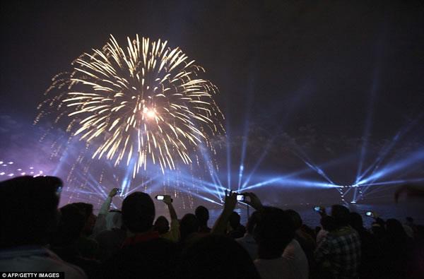 Kuwait fuegos artificiales jubileo oro (5)
