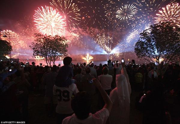 Kuwait fuegos artificiales jubileo oro (4)